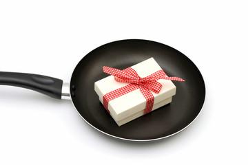 Bratpfanne mit Geschenk