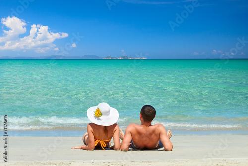 Leinwanddruck Bild Couple on a tropical beach
