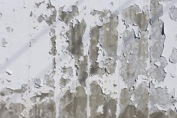 ペンキが剥がれたコンクリの壁