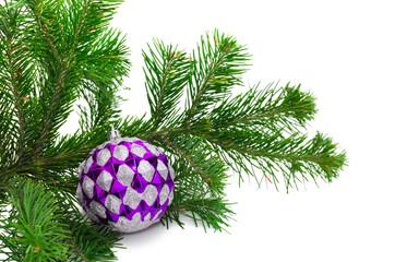 Яркий шарик на елке