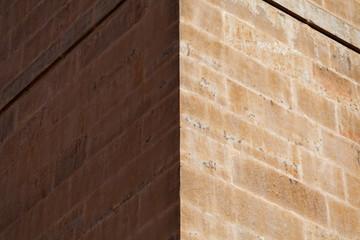coins de murs en pierre