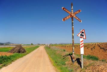 Paso a nivel sin barrera, ferrocarril, camino rural