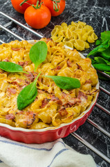 Baked homemade pasta with leeks, bacon and cream