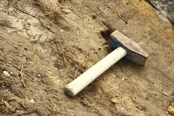 hammer im dreck II