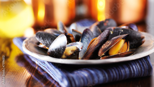 Fotobehang Schaaldieren mussels in white wine garlic sauce panorama