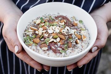 superfood porridge with nuts