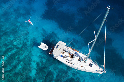 Papiers peints Fluvial yacht and swimming woman and clear water - caribbean paradise
