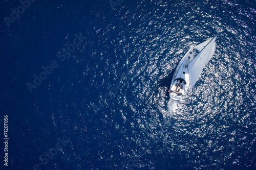Papiers peints Fluvial Yacht sailing in open sea at windy day. Drone view