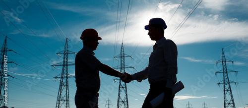 Foto Spatwand Openbaar geb. electricity station handshake