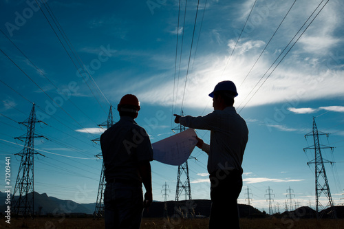 workers a electricity station - 71209441
