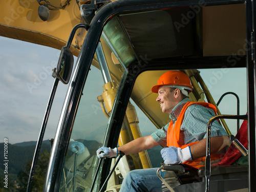 happy excavator driver - 71210069