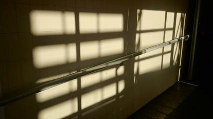 Barandilla con luces y sombras