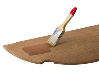 Holzbearbeitung - Holzplatte und Pinsel