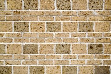 Muro irregolare di mattoni