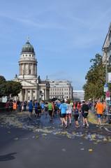 Marathon vor dem Franzoesischen Dom in Berlin