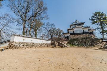 備中松山城の天守と石垣
