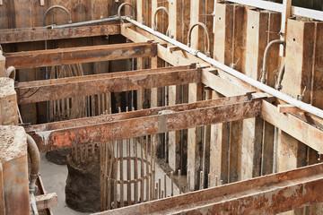 Brückenbau - Betonfundament und Baugrubensicherung