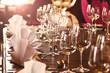 Leinwanddruck Bild - Festlich gedeckter Tisch