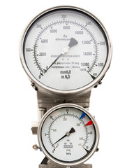 Isolated pressure and level gauge in cryogenic liquid gas supply