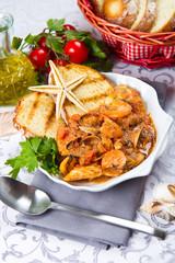 zuppa di pesce con crostini
