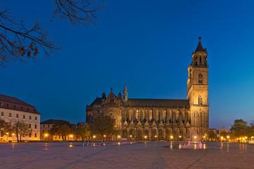 Magdeburger Domplatz zur blauen Stunde
