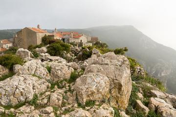 Village perché en montagne