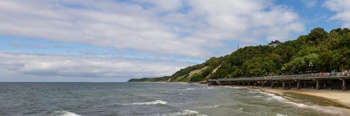 На берегу Балтийского моря в ветренный день