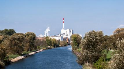 Fabrik am Kanal
