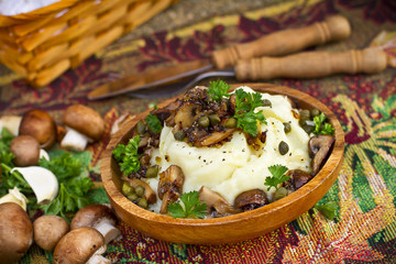 Mashed potatoes with fried mushrooms