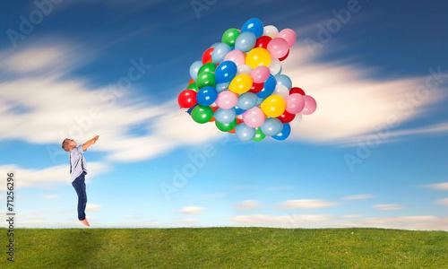 canvas print picture barfuß im Gras mit Ballons
