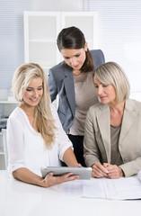Business Team Frauen: erfolgreiche Frauen im Beruf
