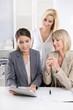 Frauen Business Team im Büro: erfolgreiche Zusammenarbeit