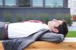 canvas print picture - Geschäftsmann mit schwarzen Haaren macht eine Pause