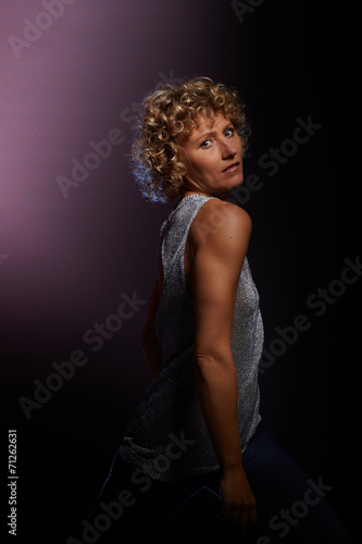 canvas print picture Frau zeigt die Schulter