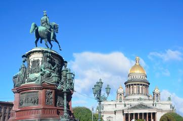 Памятник императору Николаю 1 и Исакиевский собор