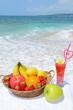 南国の美しいビーチと新鮮な果物
