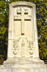 Cruz de Lorena, cementerio de Sevilla, Giralda, tumba
