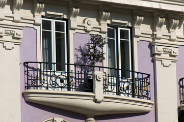 Purple House with balcony in Lisbon