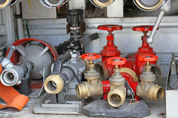 Sleeve valves and fire lances of trucks of firefighters during a