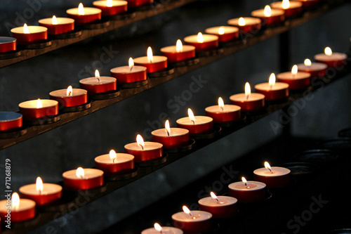 In de dag Vuur / Vlam many wax candles lit in the Church during mass