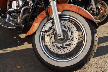 колесо мотоцикла с тормозными дисками