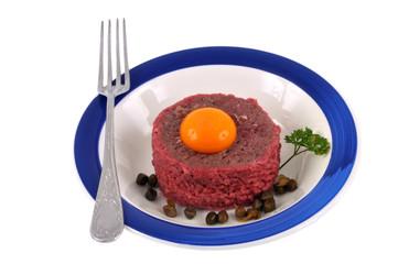 Une assiette de steak tartare