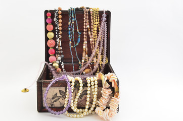 Pearls into the chest and various natural jewelry