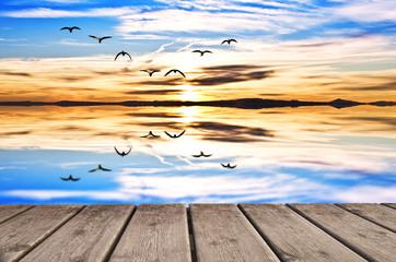 reflejos matinales en el lago de colores