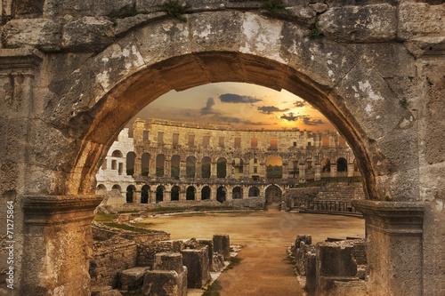 Papiers peints Con. Antique Arènes de Pula en Croatie