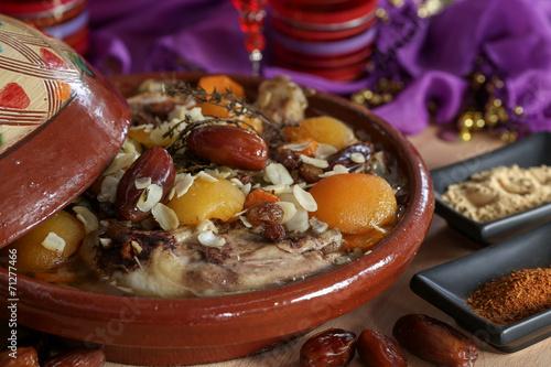 Fotobehang Marokko tajine de poulet 3