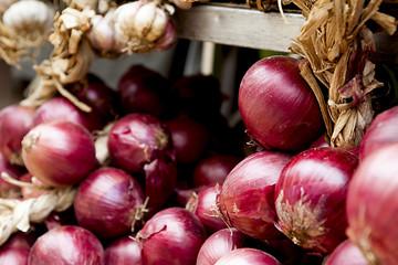 Cipolle rosse al mercato