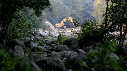 Caterpillar, escavatore cingolato a lavoro