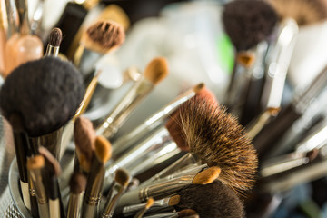 Cosmetic brushes for makeup