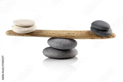 Papiers peints Pierre, Sable balancing stones on white